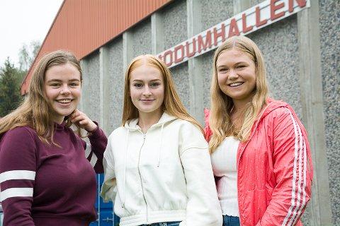 HAR BESTEMT SEG: Åse Øverby (f.v.), Mia Ravnås og Ingeborg Sandsbråten Solum skal stemme for første gang i år, og de har bestemt seg.