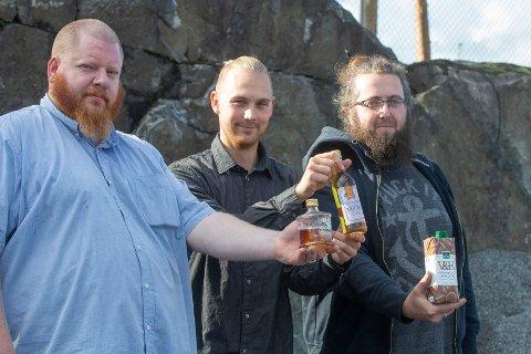 ALKOHOLIMPORTØRER: Kai Tore Hagen (f.v.), Håkon Dahl og André Holm ønsker å importere spesielle alkoholvarer som tidligere ikke har vært å oppdrive på norsk jord.