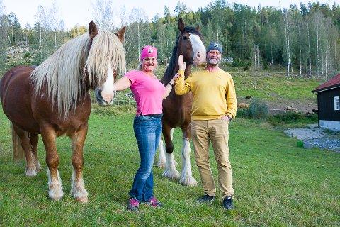 SOLGT: Hanne Veikåker har solgt gården i Krødsherad. Her er hun med kjæresten Bjarne Nikolaisen.