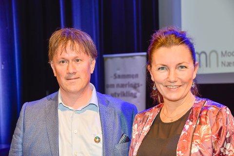 FRIR TIL MOINGENE: Martin Kaggestad og Anne Kat. Håskjold mener det vil gagne alle i Modum om stedet blir mer attraktivt. Nå frir de til moingene og ønsker at alle skal engasjere seg i sentrumsutvikling.