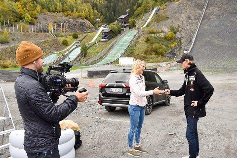 REKLAMEFILMINNSPILLING: Maren Lundby og Daniel-André Tande spilte nylig inn reklamefilm i hoppbakken.