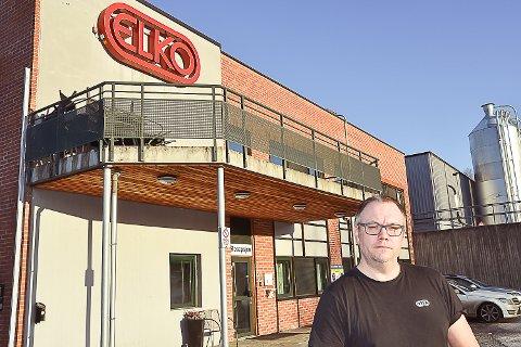 USIKKERHET: Hovedtillitsvalgt Vegar Tølløvsen ved ELKO sier at stemningen blant de ansatte er preget av usikkerhet for framtiden.