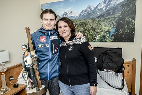 EFFEKT FOR VIKERSUND: Markedssjef for Vikersundrennene i mars, Ine Finsrud, var som resten av den norske leieren storfornøyd med Marius Lindviks seier 1. nyttårsdag.
