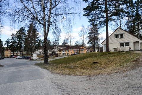 PRIS: Rask psykisk helsehjelp holder til ved inngangsporten på Modum Bad. Nå har tilbudet fått Modum kommunes arbeidsmiljøpris for 2019.