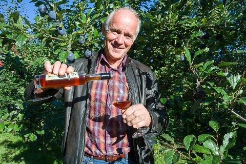 ISPLOMME: Nylig ble «isvinen» til Atle Sivert Tærum kåret til beste isvin blant alle fruktviner som deltok i det årlige Danske Vinskue.