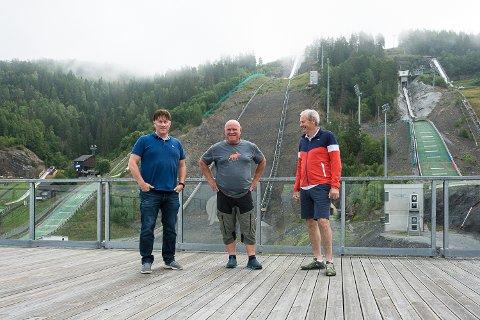 PLANLEGGER FESTIVAL: Martin Kaggestad, Morten Østli og Per Bergerud er noen av kreftene som står bak planleggingen av Loose Moose-festivalen i Vikersund Hoppsenter.