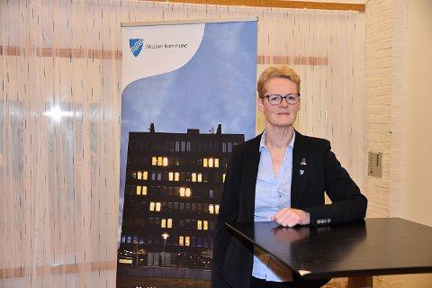 AVLYSER SOSIALE SAMMENKOMSTER: Ordfører Sunni Grøndahl Aamodt ønsker å gå foran som et godt eksempel og avlyser alle planlagte sosiale sammenkomster i kommunal regi.