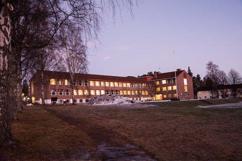 ELEVER SENDT HJEM: Elever i 8A og Fransk8 på Nordre Modum ungdomsskole ble sendt hjem fra skolen onsdag og satt i ventekarantene.