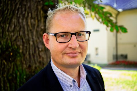 FØLG MED: Carsten Pihl i Huseierne påpeker at nykommerne blant boliglånstilbyderne har hatt en tendens til å starte på topp, men falle litt nedover lista over beste boliglånsrente over tid. Foto: Christiane Y. Vibe / Huseierne