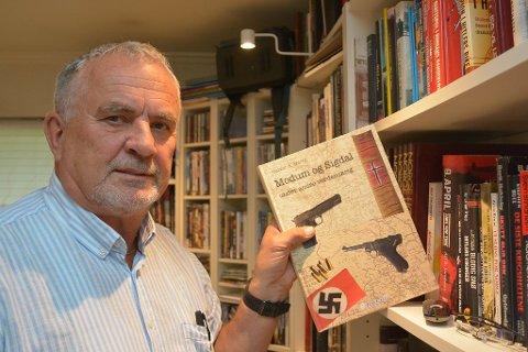 SELGER GODT: Boka Krigen i Modum og Sigdal skrevet av Halvor Hartz er en av bestselgerne hos Norli i Modum.