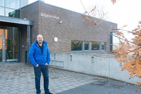 ETTERLYSER NATTERAVNER: I kjølvannet av mandagens voldsepisode i Åmot går FAU ut og etterlyser flere natteravner. Odd Georg Hansen er leder ved FAU ved SMU.