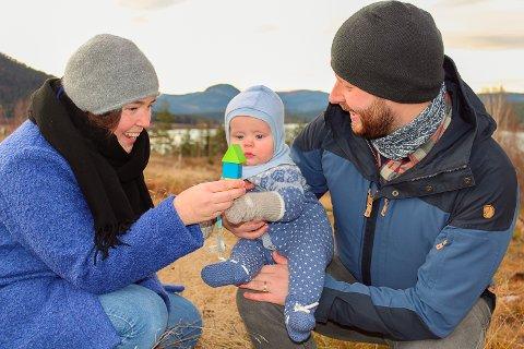 FLYTTER HJEM: Silje, sønnen Olav og samboeren Espen bytter snart ut «bylivet» i Hokksund, med et nytt landlig liv på Sandsbråten i Sigdal.