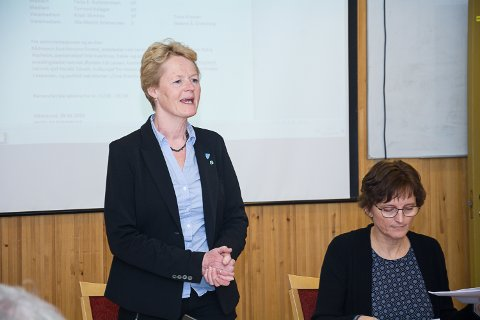 Ordfører Sunni Grøndahl Aamodt og rådmann Aud Norunn Strand.