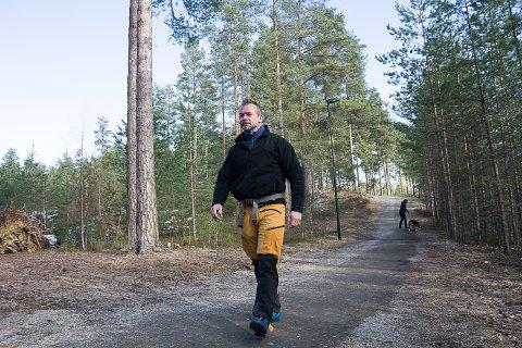 FURUMO: Remi Røgeberg var en av flere som gikk tur på Furumo onsdag formiddag.