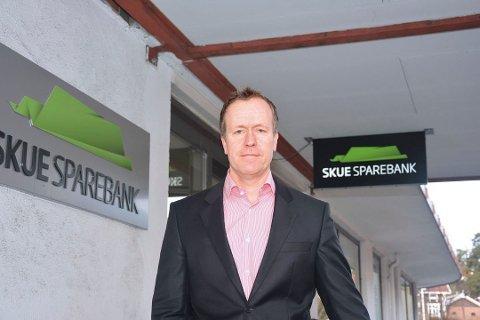 GOD PAKKE: Adm. bansksjef i Skue Sparebank, Hans Kristian Glesne, som også er styremedlem i Sparebankforening og styreleder i Eikakonsernet mener krisepakken til små-og mellomstore bedrifter vil ha god effekt.