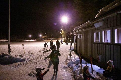 UTVIDET: Lysløypa i Bingen, som starter her på Moløkka, skal utvides med 2,7 kilometer. Den nye traseen er tatt i bruk, men mangler lys. Bildet er fra skikarusell i januar i år.