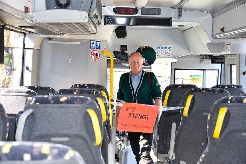 HIT, MEN IKKE LENGER: Du skal gå på bussen bak og sitte på annethvert sete.