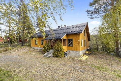 TIL SALGS: Grendehuset Bergheim i Bingen er lagt ut for salg.