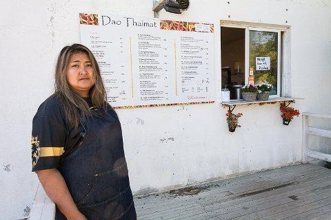 INNBRUDD: Dao Thongkhong, som driver Dao Thaimat i Geithus, oppdaget innbruddet tirsdag morgen.. Hun tror det må ha skjedd i løpet av natten, og ønsker tips hvis noen har sett noe.