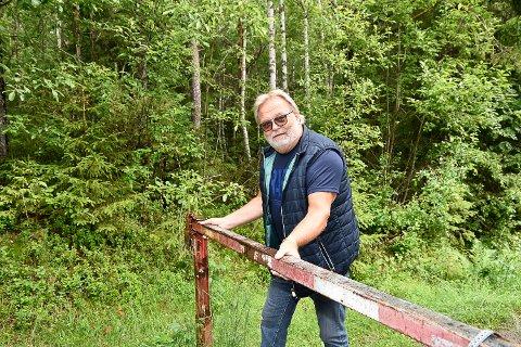 GPS-TRØBBEL: Sjåfører kjører blindt etter GPS-en. Det fører til at flere kommer til en stengt bom i stedet for Norefjell. Nå ønsker Arne Lesteberg at kommunen setter opp et skilt nederst i veien.