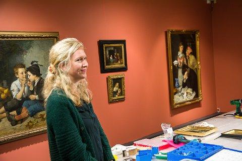KURATOR: Sandra Lorentzen har etter hvert kommet tett på den hittil forholdsvis ukjente Mathilde Dietrichson under arbeidet med årets utstilling.