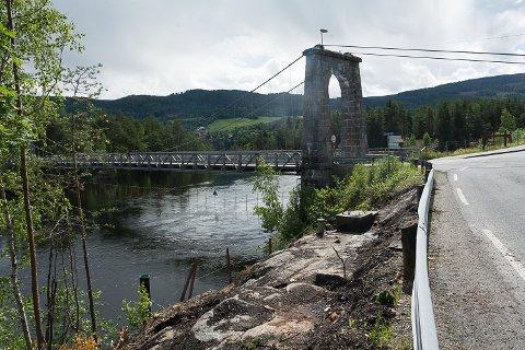 FORBEREDELSER: Forberedelsene til bygging av ny bru i Geithus er i gang. Selve byggearbeidet starter til høsten.
