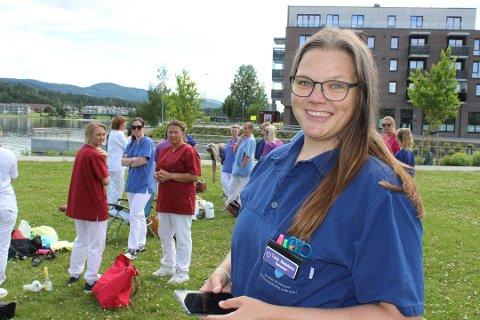 FÅR SKRYT: Tonje Madeleine Andersen jobber i hjemmesykepleien Nord, og er blant dem som får skryt av Marianne Kaldestad for sin innsats.