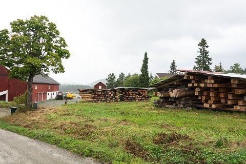 HAR FÅTT VARSEL: Laftebonden Svein Gislerud på Sysle har fått varsel om at driften må stanse innen et år. Saken behandles i hovedutvalget 26. august.