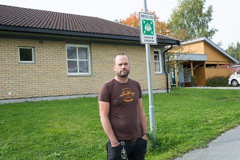 AVVIK VED BRANNTILSYN: Ikke alle beboerne på Geithusberga bofellesskap dukker opp på dette møtepunktet når det holdes brannøvelse. Avdelingsleder Anders Lind sier at de tar dette avviket svært alvorlig.