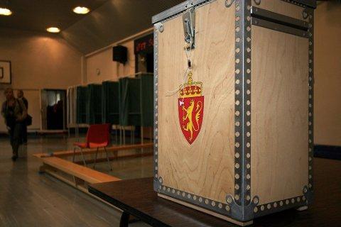 PENGER Å SPARE: Det koster mye å holde valglokalene åpne, men likevel mener rådmannen i Modum at det er hensiktsmessig.