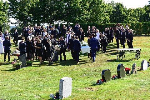 SISTE HVILE: Arnt Eirik Selte Rasmussen (17) ble stedt til hvile på Haug kirkegård fredag.