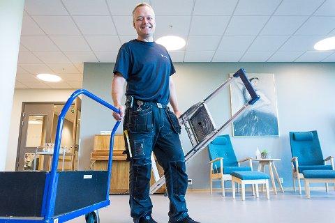 ÅRETS VAKTMESTER: Terje Hagen er det man med moderne tittel kaller byggdrifter på Modumheimen. Han sørger for at alt holdes i orden på sykehjemmet.