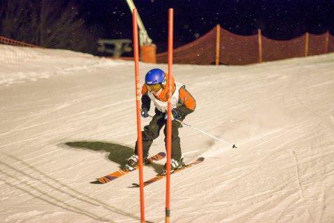 FULL FART: Det blir stukket løype og tatt tid på de som setter utfor alpinbakken i Vikersund torsdag kveld.