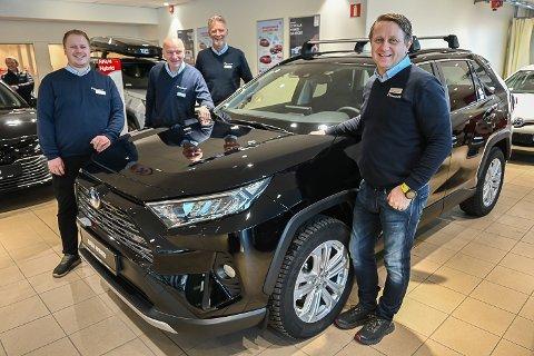 REKORDSALG:  Lasse Jellum Pedersen (f.v.), Gjermund Bakken, Per Rosengren og Jørn Moen hos Funnemark, solgte i fjor 636 nye og brukte biler. Noe som er ny salgsrekord hos Toyota-forhandleren i Hokksund.