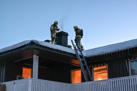 PIPEBRANN: Onsdag morgen oppsto det pipebrann i et hus i Åmot.