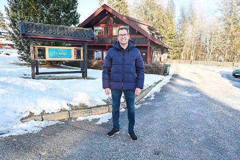 KJØPT: Buskerud Næringsutvikling har kjøpt denne forretningseiendommen i Hovdeveien i Vikersund, og Jan Henning Kleiv forteller at Saltdalshytta flytter inn her allerede til uka.