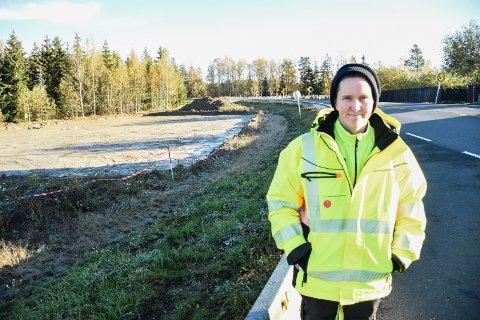 UTGRAVING: LIke ved siden av riksvei 350 jobber Anette Sand-Eriksen og kollegene hennes med å avdekke sporene etter mer enn 2.000 år gamle hus.