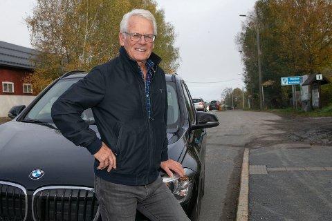TYR TIL PRIVATBIL: KrF-politiker Ole Johan Sandvand er leder for hovedutvalg for næring og samferdsel. Når han skal på reise til hovedstaden tyr han til privatbilen.