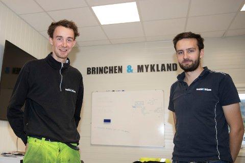 GRÜNDERE: Espen Brinchen (t.v) og Per Harald Mykland - begge 26 år - er står bak maskinentreprenørselskapet Brinchen & Mykland.