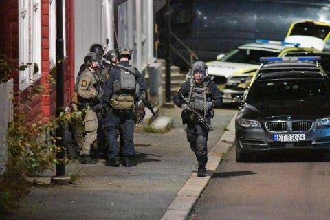 STOR AKSJON: Det foregikk en massiv politiaksjon i Kongsberg etter at en mann drepte fem personer onsdag kveld.
