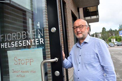 KONTROLL: Kommuneoverlege Pål Steiran mener det er god kontroll på smitteutrbuddet, til tross for 20 bekreftede tilfeller i løpet av få dager.