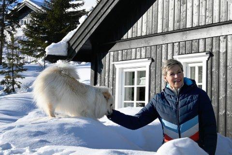Sigdal-ordfører Anne Kristine Norman og ektemannen har kjøpt seg hytte på Tempelseter - og er storfornøyd.