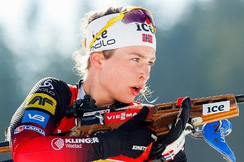 24. PLASS:Ida Lien i aksjon under VM i skiskyting 2021 i Pokljuka.
