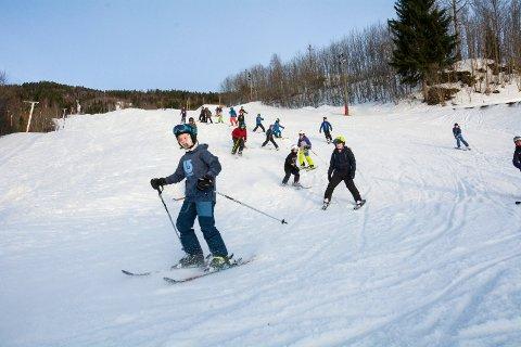 GRATIS: Tirsdag, onsdag og torsdag i vinterferien er det gratis å kjøre i Modum skisenter.