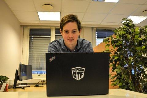 BEST I LANDET: Martin Ingesen (26) fra Modum kan nå smykke seg med tittelen Master for Cyber Sercurity.
