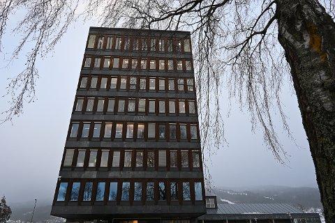 VIL BRUKE DET GAMLE: Rådmannen foreslår å gå bort fra vedtaket om å utrede nytt rådhus.
