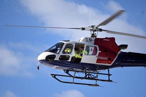 BEFARING: Dette helikopteret har drevet med lavtflyging over Modum og Sigdal for å sjekke at alt er i orden med kraftledningene til Midtkraft.