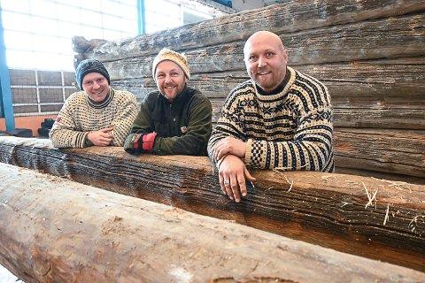 BYGNINGSVERN: Eivind Vinger, Thomas Løken og Audun Eken i Løken bygg AS i Geithus jobber med bygningsvern og brukes av Riksantikvaren til oppdrag på bygg som er fredet.