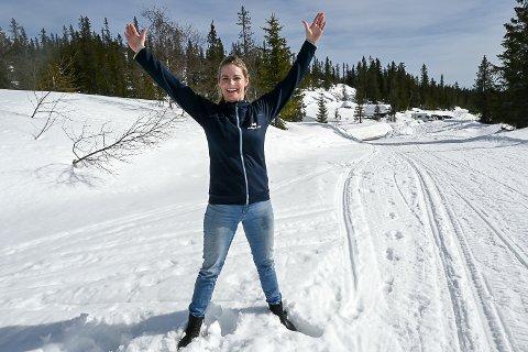 RYGGHELSE: – Å gjøre enkle ryggøvelser vil for de fleste gi dem en bedre hverdag, sier naprapat Maiken Helene Steen Lund.