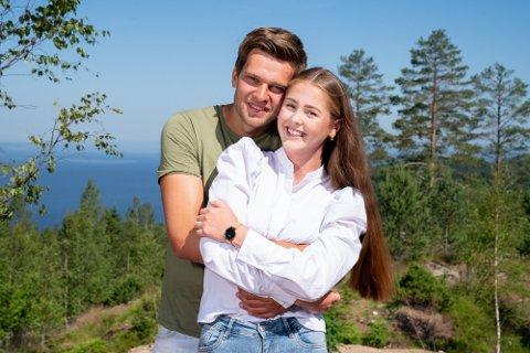 STERKERE FORHOLD: Anna Rosenlund Skretteberg og Jone Engemoen Hansen opplever forholdet som sterkere etter deltakelsen i «Sommerhytta»